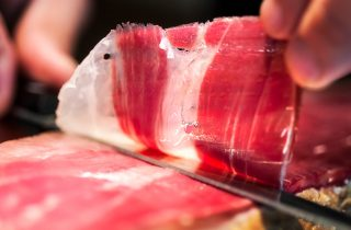 With 2 important regions producing the best of Iberian Ham, you can try them both and let us know your favourite